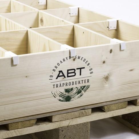 Pallkrage med avdelare från ABT i Broaryd